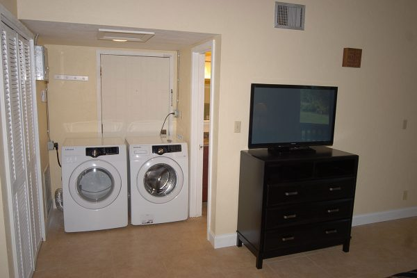 Grenelefe Laundry Room